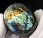 サービスプライス!ブルーとシャンパンゴールドを呈する、人気の鉱物、ラブラドライト(Labradorite)