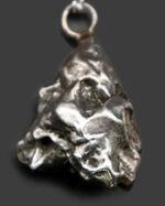 隕石を身につけませんか?人気!カンポ・デル・シエロ(Campo del Cielo)鉄隕石を使ったペンダントトップ。シルバーチェーン、高級ジュエリーケース付き