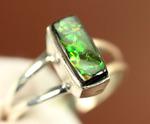 カナダアルバータ州からの贈り物、澄んだグリーン色が特徴のアンモライトのリング(リング部はSterling Silver製)