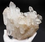 1800グラムを超える大きなロッククリスタル(無色透明の自然な石英結晶:水晶)
