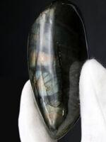 特有の遊色、ラブラドレッセンスを示す人気の鉱物、ラブラドライト(Labradorite)