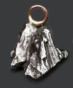 人気!鉄隕石、カンポ・デル・シエロ(Campo del Cielo)を使ったペンダントトップ。シルバーチェーン、高級ジュエリーケース付き。