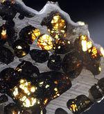 極めて上質、ナイスピース!2016年に発見された、新しいケニヤ産パラサイト隕石(本体防錆処理済み)