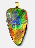 自然が育んだ色彩を胸元に。生痕化石であり、宝石でもあるアンモライトのペンダントトップ(2種類のチェーン、高級ジュエリーケース付)