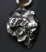 人気!鉄隕石、カンポ・デル・シエロ(Campo del Cielo)を使ったペンダントトップ。(シルバーチェーン、高級ジュエリーケース付き)