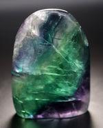 目が覚めるような鮮やかなグリーンを呈する、多色彩なフローライト(Fluorite・蛍石)。全面ポリッシュ