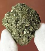 愚かの者の金(Fool's gold)、黄鉄鉱(pyrite)の結晶