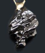 鉄隕石、カンポ・デル・シエロを使ったペンダント(シルバーチェーン、高級ジュエリーケース付き)