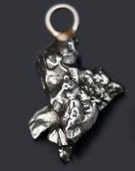 宇宙的オシャレ!隕石を使ったペンダント、カンポ・デル・シエロ(Campo del Cielo)。シルバーチェーン、高級ジュエリーケース付き。