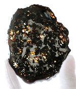 9センチのラージサイズ!高品位のかんらん石が内包されたケニヤ産のパラサイト隕石(本体防錆処理済み)