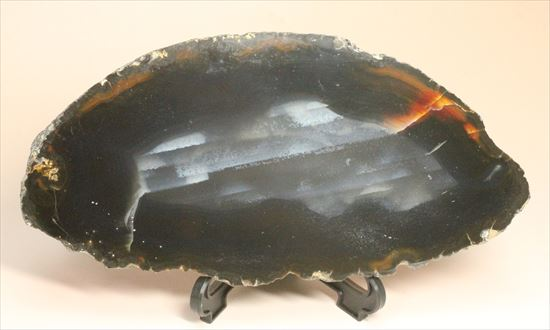 渋いマットブラックと無骨な表皮が味わい深い鉱物メノウ