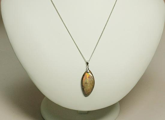 チャンスプライス!オレンジが中心に光るアンモナイトペンダントトップ(Ammonite)