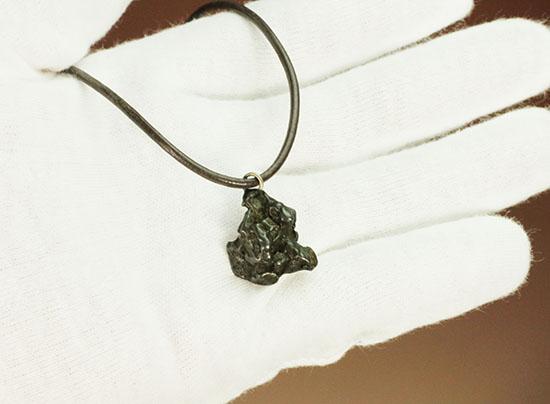 個性派の貴方にピッタリ!強烈なアクセントを!カンポ・デル・シエロ隕石のペンダントトップ/新生代(6500万年前 -- 現在)【ot879】